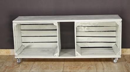2 caixotes de madeira é basicamente o que você precisa para fazer este móvel!
